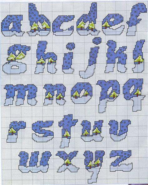 lettere puntocroce schemi per alfabeto numeri ed auguri natalizi a punto a croce
