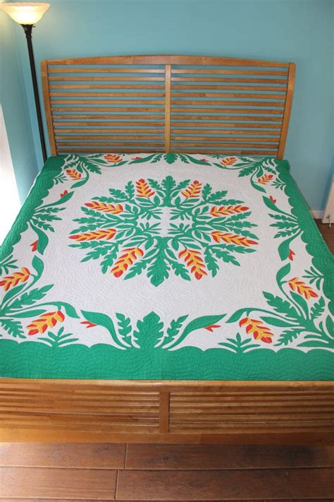 Handmade Hawaiian Quilts For Sale - 904 best ideas about quilts on triangle quilts