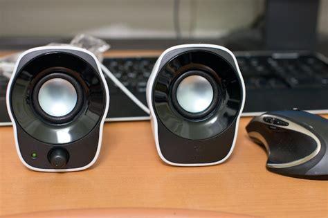 Speaker Futuristik Stereo Logitech Z120 T0210 stereo speakers z120 z120bw ハイコストパフォーマンスのスピーカーをオーヲタ目線でレビューする jjsの日記
