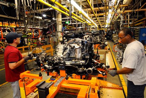ford  cut  jobs  oakville ont auto assembly plant  slowing sales canadian manufacturing
