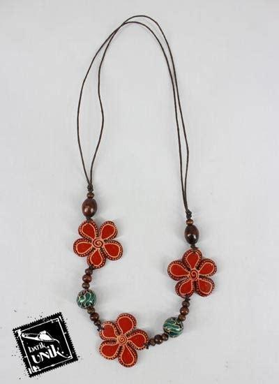 Kalung U Anjing Motif Kaki kalung kayu tali tarik motif bung bunga unik kalung