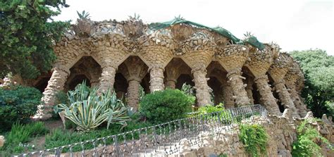 barcellona parco guell le colonne storte di gaud 236 maupes