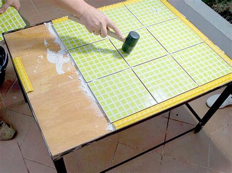 una mesa diferente  tu jardin de azulejos mesas