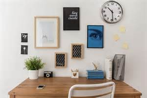 How To Organize A Small Desk 5 Tips To Organize An Office Desk Without Drawers Interior Design Ideas
