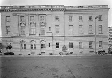 Yakima Post Office by United States Post Office And Courthouse Yakima Washington
