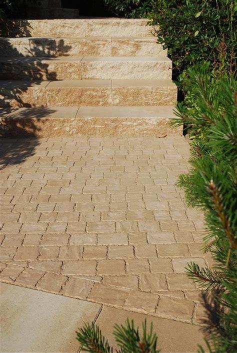 galabau wuppertal eingangsbereich aus rustica blockstufen und pflaster in