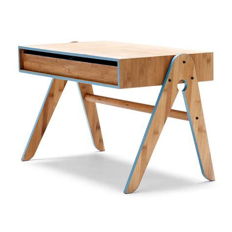 table bureau enfant bureau enfant geo bleu we do wood pour chambre enfant