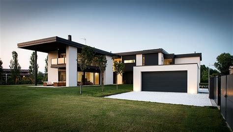 Schwarze Villa by Simple Yet Black And White Architecture Of Villa T