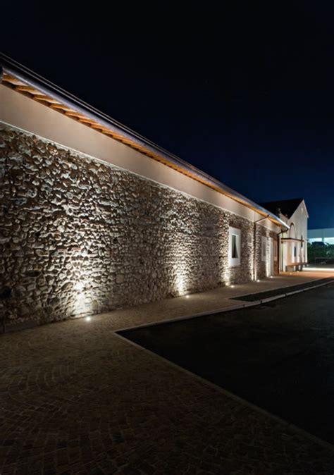 illuminazione esterna a parete il segreto per illuminare correttamente una parete in