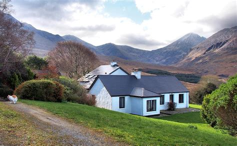 cottage ireland self catering home hag s glen co kerry carrauntoohil