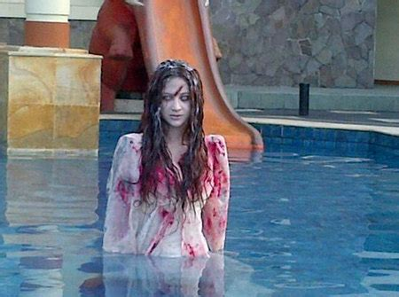 film horor lucu seksi bikin gagal seram 8 peran dewi perssik jadi hantu ini