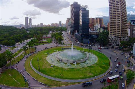 imagenes de plaza venezuela caracas 161 tiemblan de p 193 nico as 237 est 225 plaza venezuela a pocas