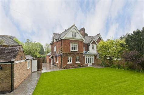 5 Bedroom Character Property To Rent In Wray Common Road Reigate Surrey Rh2 0nb Rh2
