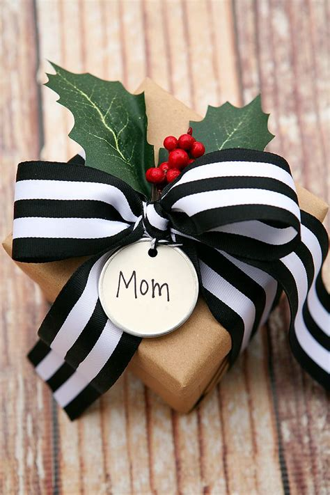 websites that gift wrap 25 best ideas about creative gift wrapping on