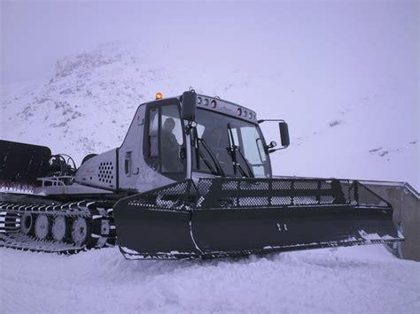gatto delle nevi in the panchine rifugio dolomites gatto delle nevi