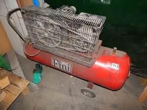 air compressor fini type yl90l2 capacity 90 litre 2 cylinder 240 volt p auction 0758