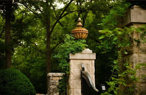 Garden Nashville by Stately Garden Gives A Nashville Home An Estate