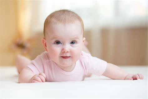 kuhmilch kleinkinder ab wann ab wann k 246 nnen babys ihr k 246 pfchen halten babyartikel de