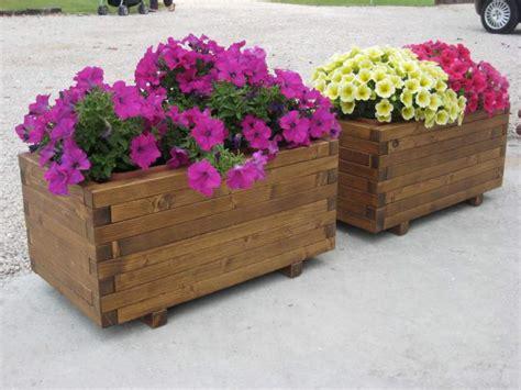 fioriere in legno per esterno fioriere in legno e grigliati per arredo a stanghella