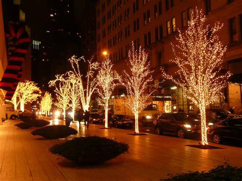 christmas lightening at 58th street 6th 7th av new york