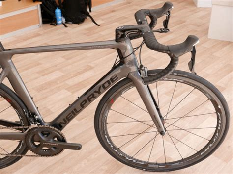 road bike wind eb16 neilpryde nazar 233 sl drops weight to cheat the wind