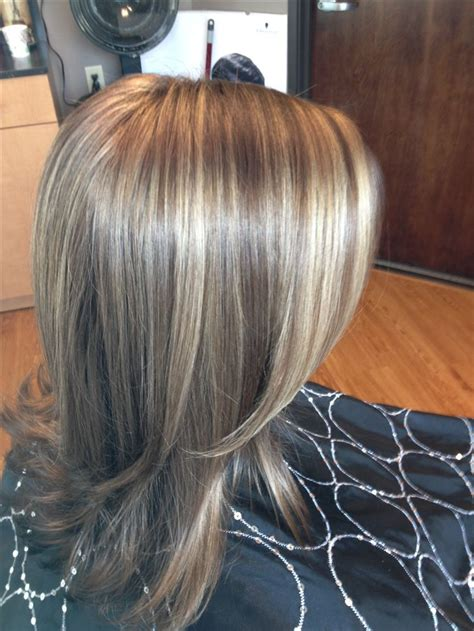 light brown lowlights in blonde hair jennifer aniston s color blonde highlights and light