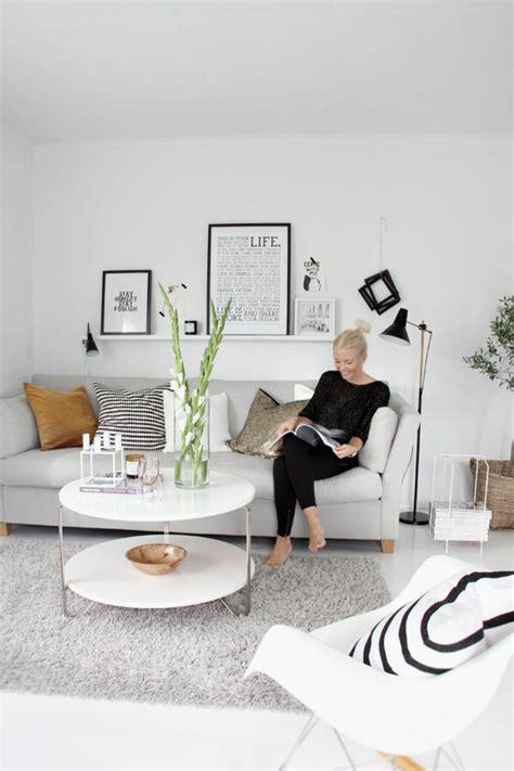 White Sofa Wohnzimmer Dekorieren Ideen by Sofakissen Peppen Nicht Nur Das Sofa Sondern Auch Den