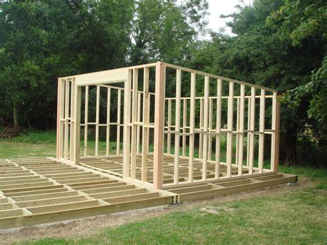 Construire Abri Jardin Bois comment construire abris de jardin en bois