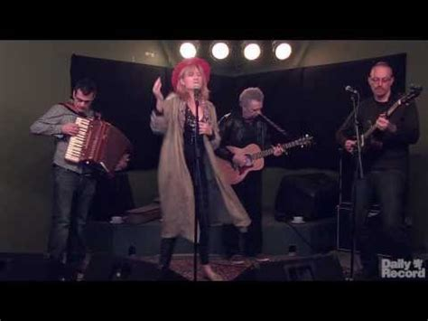 skye boat song king s singers watch one of scotland s most popular singers eddi reader