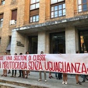 test ingresso economia roma tre universit 224 proteste contro il numero chiuso repubblica it