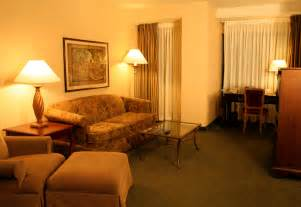 livingroom pics file hotel suite living room jpg