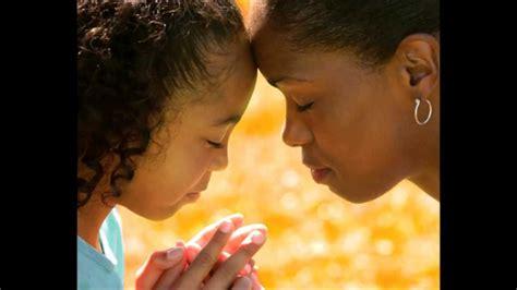 madre abrazando a su hijo palabras que una madre quisiera decirle a sus hijos youtube