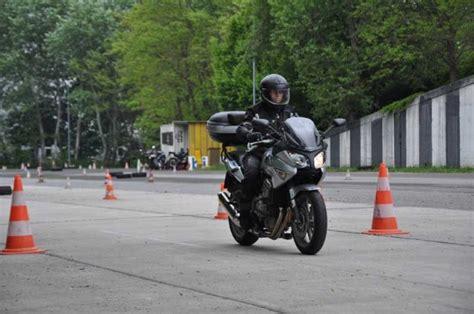 Artikel Vom Motorrad by Foto Polizei Motorrad Kurse 16 Jpg Vom Artikel Motorrad