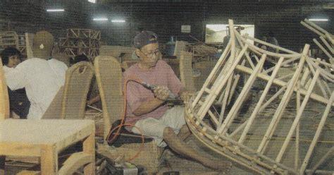 Kursi Eceng Gondok furnitur rotan bercur dengan eceng gondok rumah