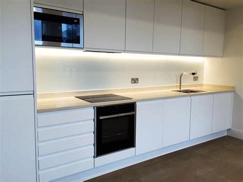 white kitchens with glass splashbacks finishes glass outlet