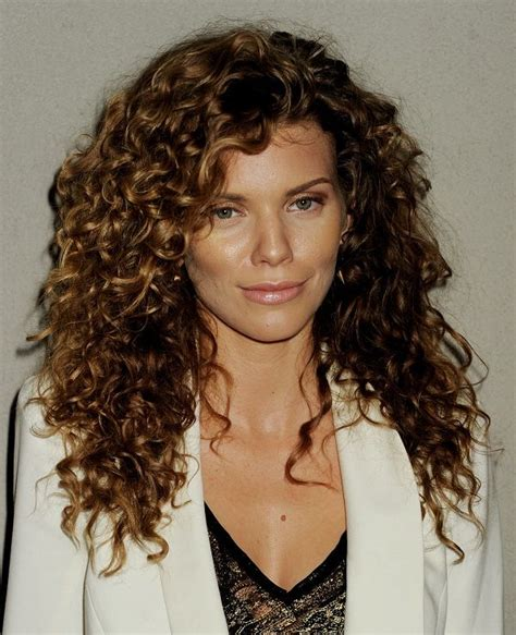 Easy Hairstyles For With Curly Hair by 32 Easy Hairstyles For Curly Hair For