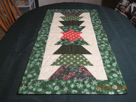you have to see christmas table runners by caroline