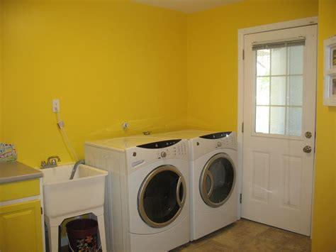 yellow laundry room aespence2007