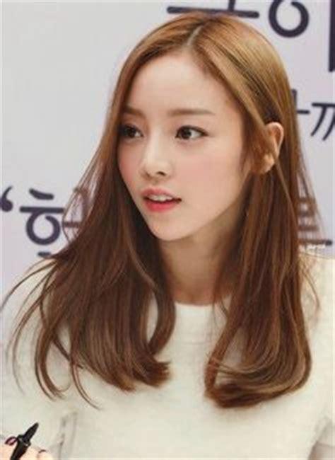 model rambut wanita ala korea terpopuler