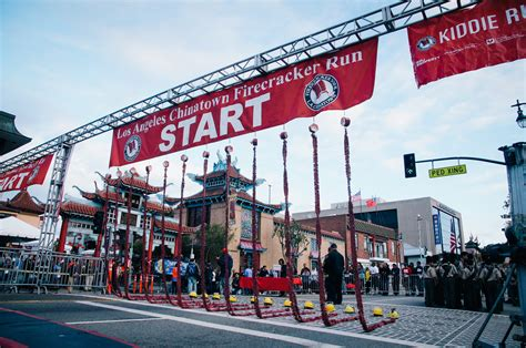 new year 2016 in chinatown los angeles firecracker run brings thousands to los angeles chinatown