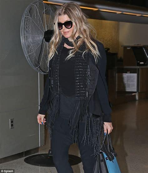 Slim Allblack New Arrival fergie opts for all black as she arrives