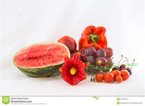 imagenes de verduras rojas verduras rojas y fruta aisladas foto de archivo imagen