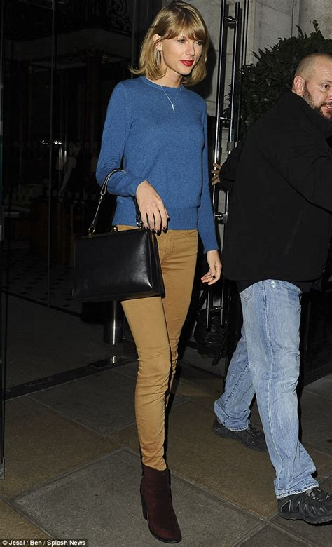 taylor swift london december taylor swift hangs out with supermodel pals before
