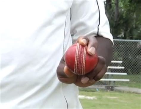 how to swing a cricket ball left handed cricket master 11 how to bowl an outswing in cricket