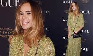 Two New Blogs With Style Aisledash And Greendaily by Suki Waterhouse Steps Out For Vogue S Studded