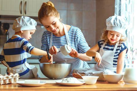 cucinare con i bambini ricette cucinare con i bambini spunti e ricette per insegnare a