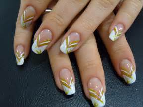 Elegant gold and white color nail art design