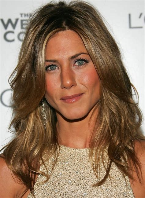 medium haircuts aniston 25 aniston hairstyles aniston hair pictures pretty designs