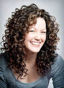 can you a feathered cut for thick curly hair 25 best ideas about layered curly hair on pinterest