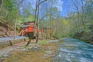 affordable 2 bedroom sevierville cabin sleeps 4